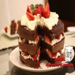 1363790626_shokoladnyy-tort-s-klubnichnym-beze.jpg