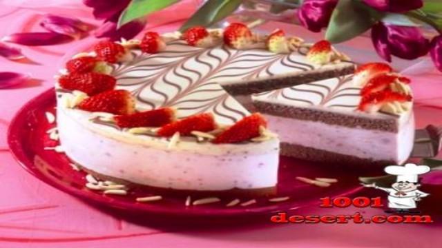 1370211609_tort-yogurtovyy-s-klubnikoy.jpg